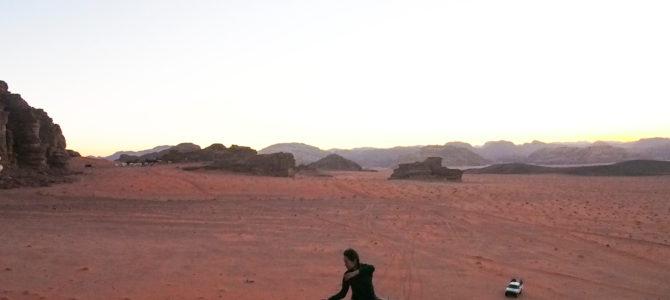 舞踏40 ヨルダン ワディ・ラム自然保護区 日没の舞踏
