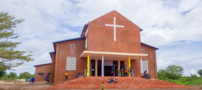旅記事367 ベナンの教会のミサと、ブードゥー教のお祭りエグン様