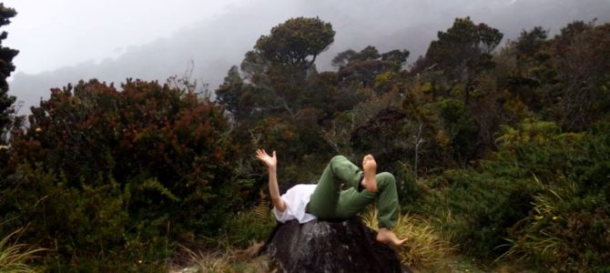 舞踏11 キナバル山ラバンラタゲストハウス石の上