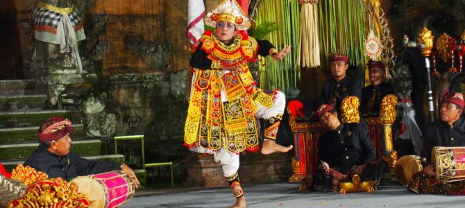 旅記事162 プリアタン宮殿で芸能鑑賞(土曜:Gunung Sari)とmama's warung