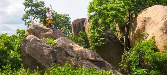 舞踏52 ベナン グラズエ市の大岩の上での舞踏